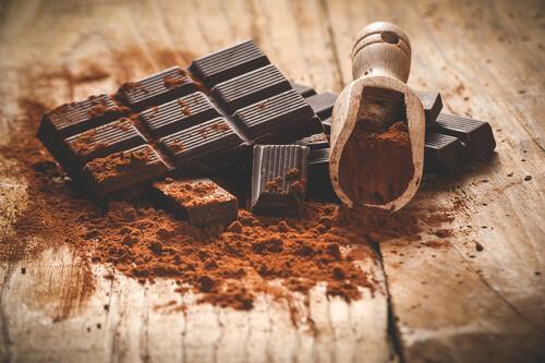 tryptofaani ja serotoniini: tumma suklaa