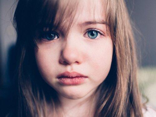 Äidin poissaolon vaikutus lapseen