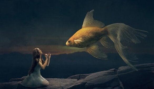 tyttö rukoilee kultakalaa
