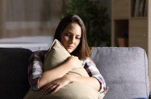 naisen liiallinen murehtiminen