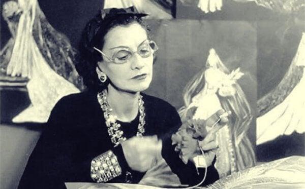 Coco Chanel työssään