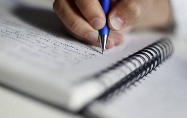 kirjoittaa muistiin