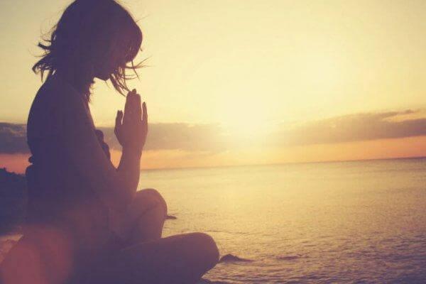 harrasta meditaatiota surun uusiutumisen välttämiseksi