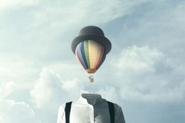 kuumailmapallo laskeutuu miehen pääksi