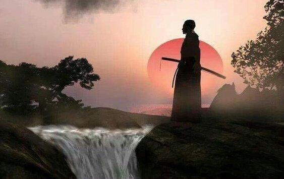 samurai miekkansa kanssa