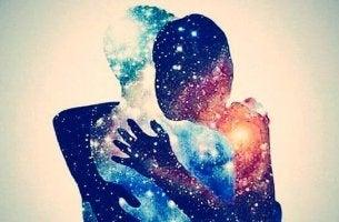 pariskunta rakastunut toiveisiin ja unelmiin