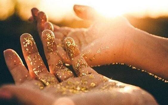 kultahiput käsissä
