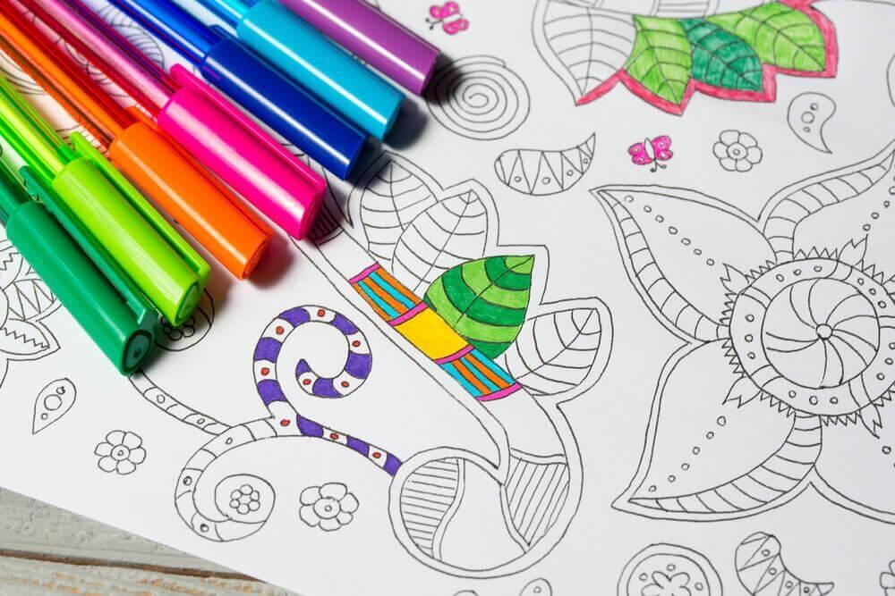 mandala ja värityskynät