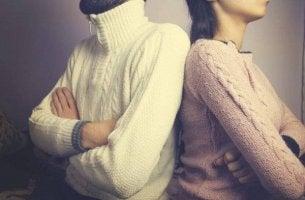 mies ja nainen riitelevät
