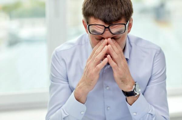 työntekijä on stressaantunut ja väsynyt
