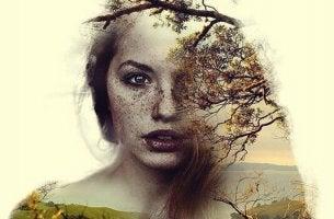 nainen on puoliksi puu