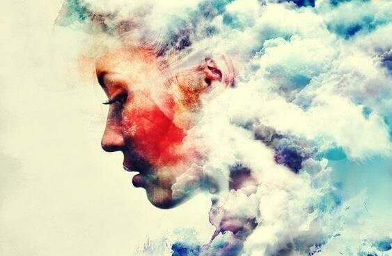nainen on savua