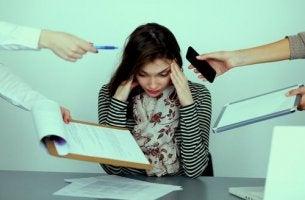 naiselta vaaditaan töissä paljon
