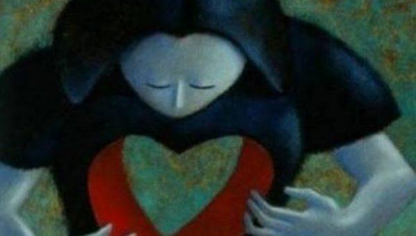 naisella on sydämenmuotoinen aukko kehossaan