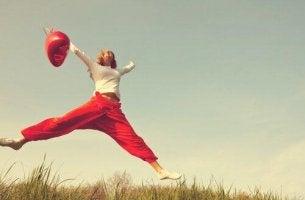 nainen hyppii