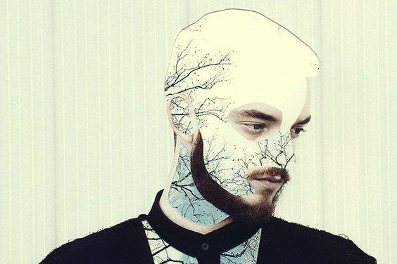 miehen kasvoissa ja puserossa on puu