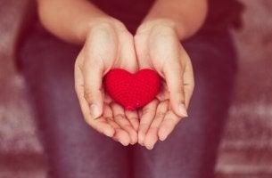 sydän kourassa