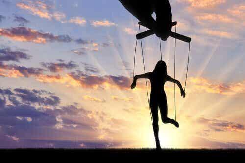 Manipulointikeinot: onko parempi olla rakastettu vai pelätty?