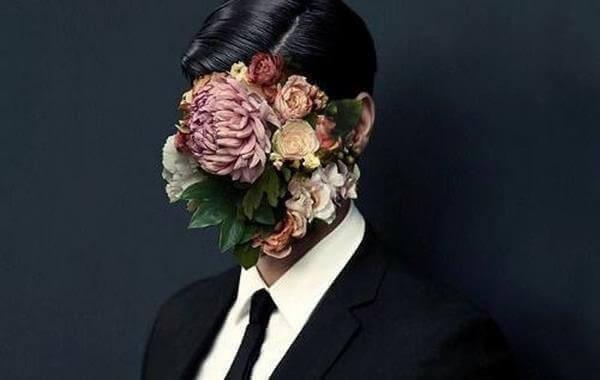 miehen kasvojen tilalla on kukkia