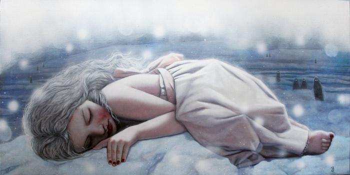 tyttö nukkuu lumikinoksessa
