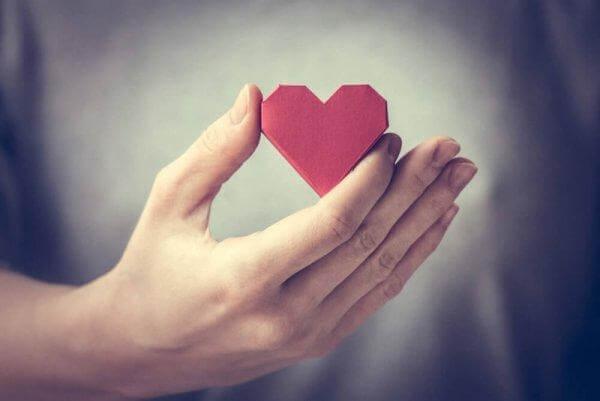 sydän kädessä