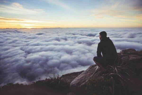 mies korkealla vuorella