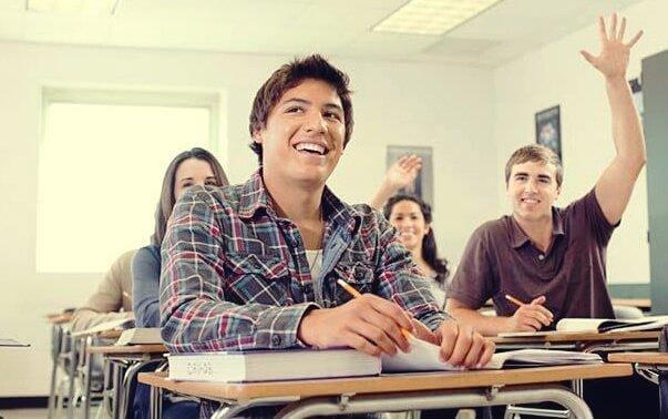 iloiset oppilaat