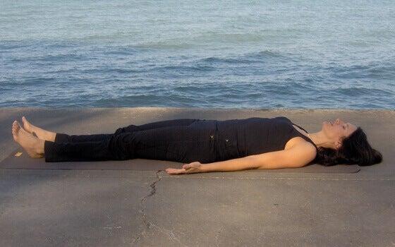 rentoutuminen auttaa nukkumaan paremmin