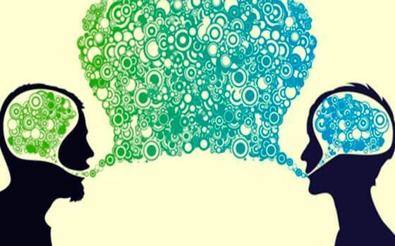 kahden ihmisen aivot ja puhekupla