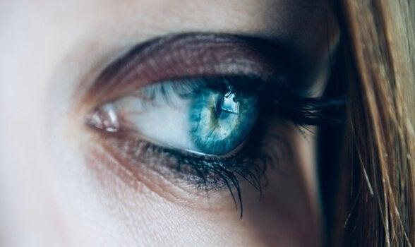 surullinen silmä