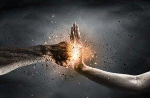 nyrkillä käteen