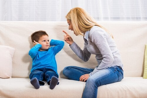 Kaksi seurausta lapsille huutamisesta