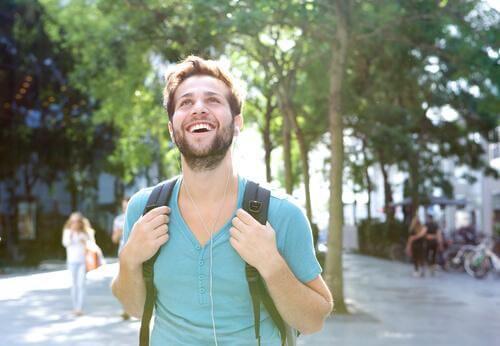 kävelyn edut: iloinen mieli