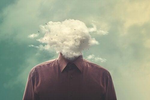 miehellä on pilvi pään paikalla