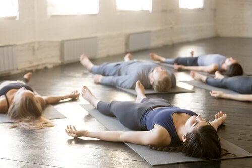 4 jooga-asentoa paremman unen saamiseksi