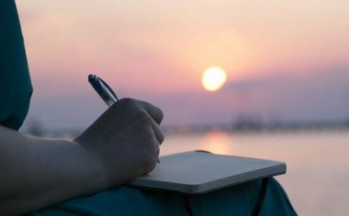 voimme ilmaista henkistä kipua kirjoittamalla päiväkirjaa