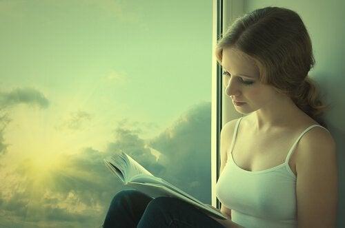 nainen haluaa lukea päivittäin