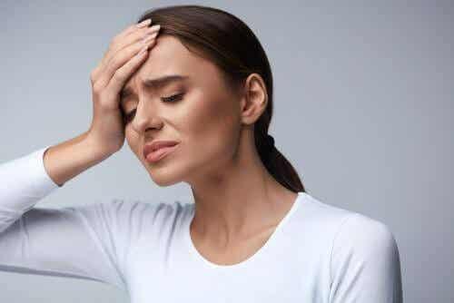 Hoida päänsärkyä lisäämällä vedenjuontia