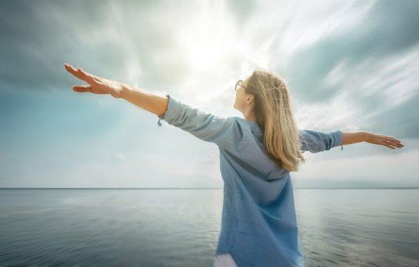 naisella on positiivinen asenne