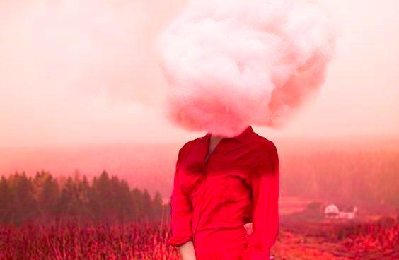 pää on pilvessä