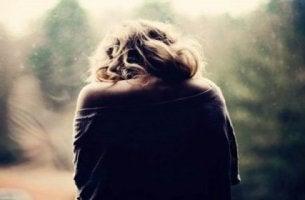 nuoren naisen reaktiivinen masennus