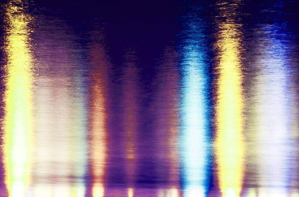 valot veden pinnassa