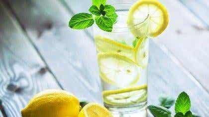 Miksi juoda lasillinen lämmintä sitruunavettä joka aamu?