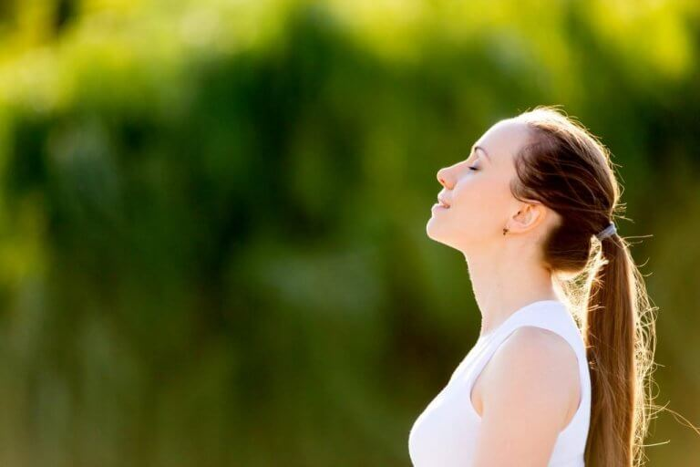 psyykkiset harjoitukset, jotka tekevät onnellisemmaksi: hymyileminen