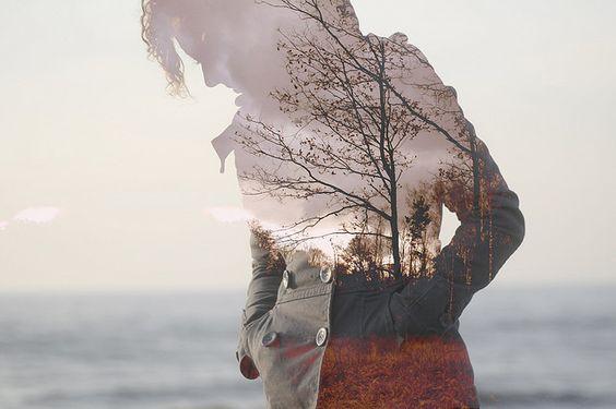 naisen siluetissa on puita