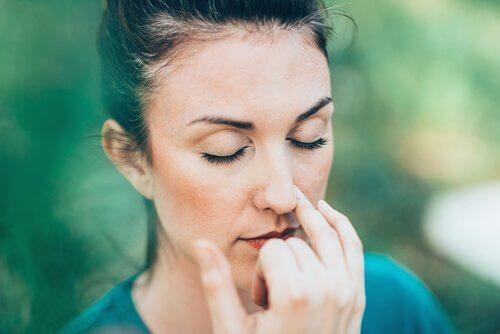 jooga-asanat unettomuuden hoitoon: hengitysharjoitus