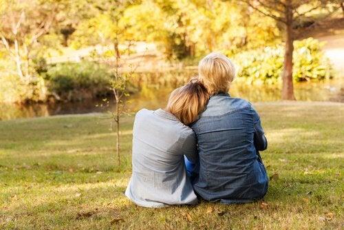 halaus puistossa