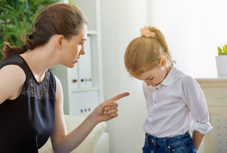 narsististen äitien tyttäret joutuvat kärsimään