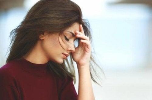 naisen somaattiset oireet: päänsärky