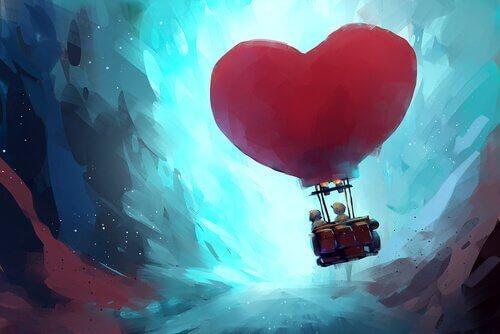sydämen muotoinen kuumailmapallo